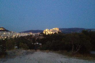 Wieczorny widok na Akropol ze Wzgórza Filopapusa